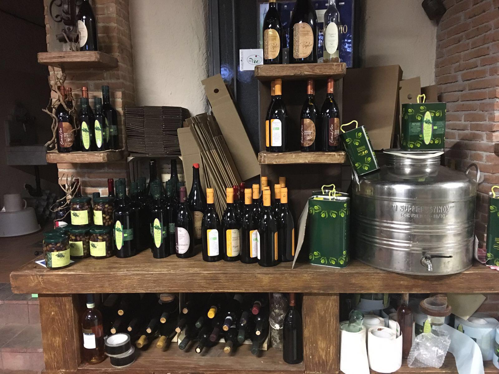 vno e olio nella cantina Biovio